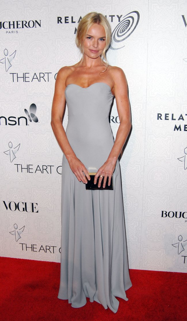 55529_celebrity-paradise.com_Kate_Bosworth_Gala_004_123_587lo.JPG