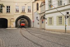 Praha ' Prague ' Praga, Mal Strana, u. Latenska (Adam Gut) Tags: nikon prague tram praha praga czechrepublic tramwaj d60 malstrana czechy esko eskrepublika nikkor24mm28ais adamgut