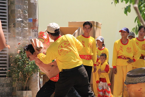Smashing bricks on head, Dragon Dance HCMC