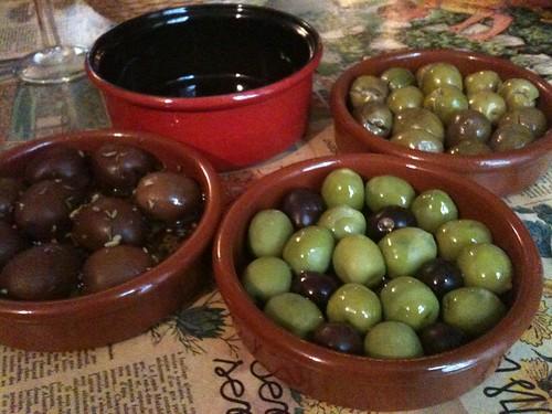 La Tête dans les olives: Assorted olives