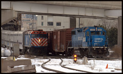 Metra SWS meets Conrail (Mickey B. Photography) Tags: street bridge red chicago digital train canon lens concrete eos rebel reflex illinois chinatown power loop steel authority tracks rail trains device il equipment machinery ill telephoto stop single transit service locomotive kit passenger siding dslr metra signal metropolitan freight regional lumber apparatus cookcounty 184 rta conrail truss cityofchicago xti f40ph2 metx 55250mm thewaytoreallyfly
