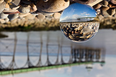 uop-psdn pun s   l q plno l  ppuo  (Mathew Roberts) Tags: uk england canon ball eos pier focus dof upsidedown bokeh britain great pebbles depthoffield 7d refractions kugel clevedon crystalball lightroom glassball eos7d mathewroberts uoppsdnpunslqplnolppuo