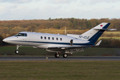 TC-CLG - HA-0098 - Private - Hawker Beechcraft 900XP - Luton - 091126 - Steven Gray - IMG_4709