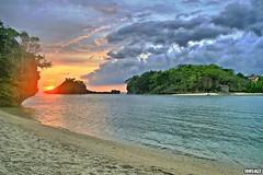 Heaven & Earth (junsjazz) Tags: sunset sea sky beach nature water clouds fun islands asia earth philippines shore guimaras pinoykodakero teampilipinas junsjazz litratistakami