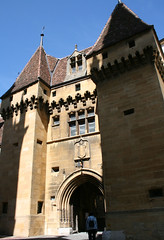 2009.05.07.129 NEUCHATEL - Visite du château - Entrée du château (alainmichot93 (Bonjour à tous - Hello everyone)) Tags: castle suisse schloss castillo neuchatel chteau cantondeneuchatel châteaudeneuchatel