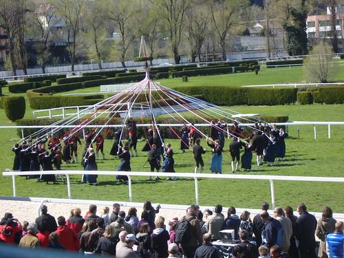 Der traditionsreche Trachten- und Folkloreumzug durch Meran begleitet das Haflinger Galopprennen