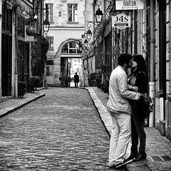 "Happy Valentine's ! Ah ! Paris , romantic city ......""les amoureux du passage"" (fifich@t - (sick) 2016 = Annus Horribilis) Tags: street people blackandwhite bw paris square candid streetphotography nb lovers grayscale bastille greyscale amoureux 11me squarepicture allrightsreserved humains classicbw parisinblackandwhite formatcarr squarephotography lasauvette nikond300 nikkor1685vr neroameta alwaysexcellent carrfranais absolutegoldenmasterpiece blackisthecolour parisromanticcity featuredfrontpagewinners aboveandbeyondlevel1 lightroomps fifichat1 frs fificht frs"