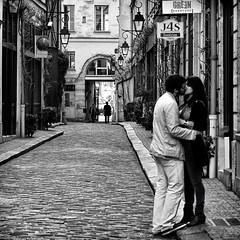"""Ah ! Paris , romantic city ......""""les amoureux du passage"""" (fifich@t - off -:() Tags: street people blackandwhite bw paris square candid streetphotography nb lovers grayscale bastille greyscale amoureux 11ème squarepicture ©allrightsreserved humains classicbw parisinblackandwhite formatcarré squarephotography àlasauvette nikond300 nikkor1685vr neroameta alwaysexcellent carréfrançais absolutegoldenmasterpiece blackisthecolour parisromanticcity featuredfrontpagewinners aboveandbeyondlevel1 lightroomps fifichat1 ©frs fificht ©frs"""
