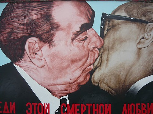 Detail - Kiss of Death - East Side Gallery