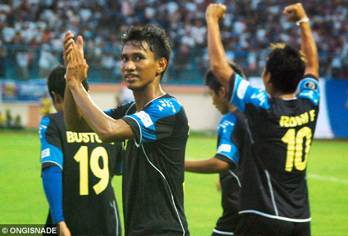 arema indonesia vs persijap jepara photo