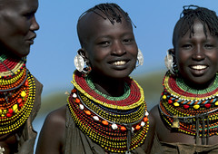 Turkana girls with bead necklaces - Kenya (Eric Lafforgue) Tags: africa dreadlocks beads kenya culture tribal tribes afrika earrings tradition tribe ethnic tribo necklaces afrique ethnology tribu gilrs turkana qunia lafforgue ethnie  qunia    kea   a