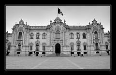 Palacio de Gobierno (victor mendivil) Tags: peru arquitectura nikon lima nikkor plazamayor palacio plazadearmas palaciodegobierno centrodelima cruzadas d80 18135mmf3556g poderejecutivo victormendivil
