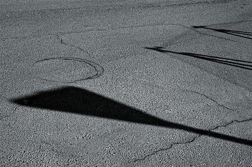 sobre asfalto agrietado by eMecHe