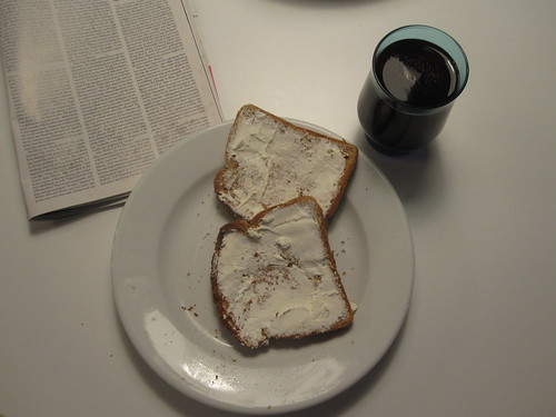 Toasts with cream cheese, grape juice