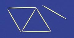 Aneddoto Einstein 1 (aldoaldoz) Tags: albert einstein costruzione quattro poliedro sfera regolare euclide poliedri stuzzicadenti triangoli inscrizione tetraedro inscritto aldoaldoz regolari aldoalddoz equilateri