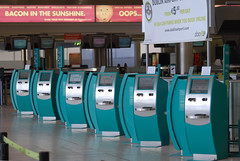 Touch the screen to check in! (Longreach - Jonathan McDonnell) Tags: aerlingus checkin dublinairport disruption dublinairportterminal2 checkinmachines checkinmachinesselfservicecheckin