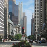 "Michigan Ave Miracle Mile<a href=""//farm5.static.flickr.com/4017/4543650455_ffb8d50d61_o.jpg"" title=""High res"">&prop;</a>"