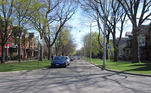 looking south down Lakeview Avenue