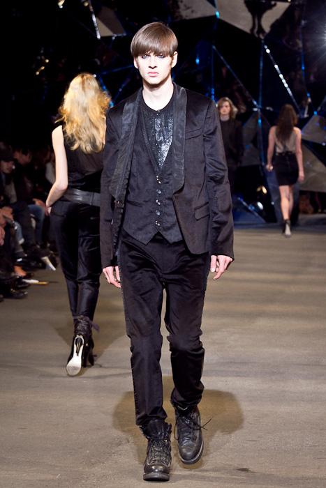 Lucas Mascarini3253_FW10_JFW_DIESEL BLACK GOLD(Fashionsnap)