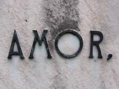 Amor (Sebastian Vivarelli) Tags: street love sign typography calle amor cementerio recoleta font letter letrero cartel letra rótulo tipografía
