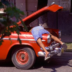Christine ! Noooo !!!!! (karfax) Tags: blue red man car square rouge cuba voiture american camaguey carr amricaine