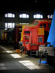 Lonely F7-A Santa Fe Warbonnet (sharkzan) Tags: favorite santafe shop tour trains historic sacramento locomotives railroads preservation emd atsf railfanning warbonnet californiastaterailroadmuseum top20rrpix f7a csrm