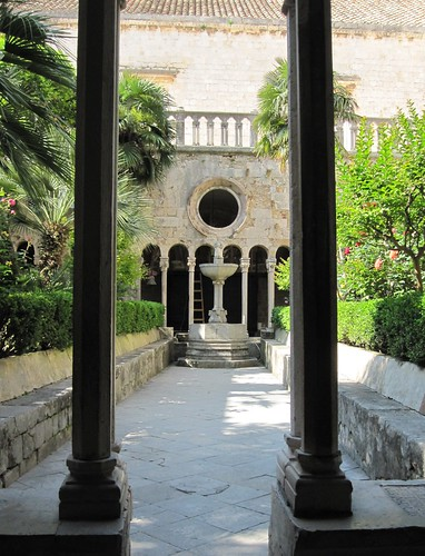 Luostarin puutarhaa by Anna Amnell