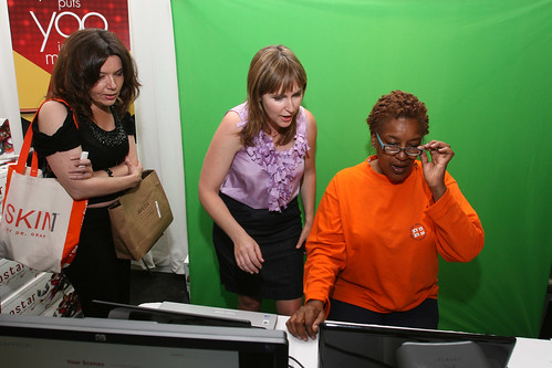 "CCH Pounder from ""Avatar"" tried out Yoostar at the MTV Movie Awards Gift Suite"