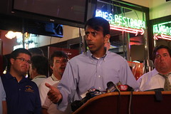 Governor Jindal Joins Local Officials, Restaur...