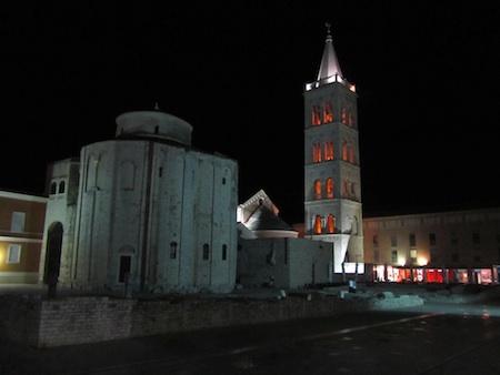 Foro e iglesia redonda en Zadar