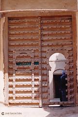 199909 Yemen Hadramaut (54) Tarim (Nikobo3) Tags: asia orientemedio arábiga arabia penínsulaarábiga yemen hadramaut tarim desierto desiertoramlatassabatayn culturas travel viajes nikon nikonf70 f70 fujicolorsuperia100iso película nikobo joségarcíacobo sigma70300456