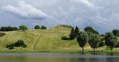 """Der Hügel. Die Hügel. Vor dem Hügel ist ein See. • <a style=""""font-size:0.8em;"""" href=""""http://www.flickr.com/photos/42554185@N00/34934308503/"""" target=""""_blank"""">View on Flickr</a>"""
