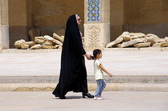 Shiraz_People_06 (nosferatu76000) Tags: iran shiraz people life taxi rue enfant tapis mosquée