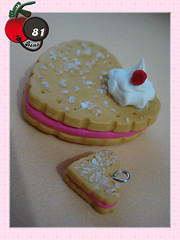 Sweet Heart (Cherry Bomb 81) Tags: pink cute cherry necklace strawberry cookie hand candy heart sweet rosa sugar made biscuit clay kawaii corao aucar sweetheart bomb morango fofo colar doce mo bolacha 81 biscoito feito suspiro confeito coraorosa coraodoce biscoitodecorao