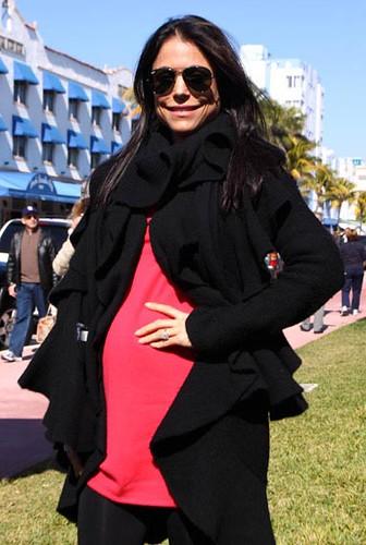 bethenny frankel pregnant photos. Four-Months-Pregnant Bethenny
