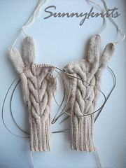 Cabled gloves - 6 fingers to finish