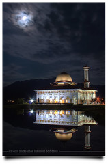 Indahnya Malam Itu! (AnNamir™ c[_]) Tags: moon canon kitlens mosque malaysia dq hdr masjid 500d mesjid wow1 wow2 wow3 wow4 photomatix kualakubu tonemapped wow5 hdraddicted annamir dqkkb getokubicom paramangroup