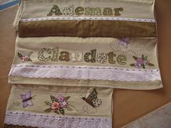 Jogo Toalhas verdinho (*Sonhos e Retalhos Ateli*) Tags: flores fuxico patchwork letras borboletas tecido bordado costura fitas patchcolagem toalhadebanho floresdetecido toalhaderosto