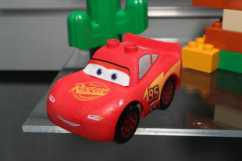 LEGO Toy Fair 2010 - Disney Cars - 5813 Drifting McQueen - 2