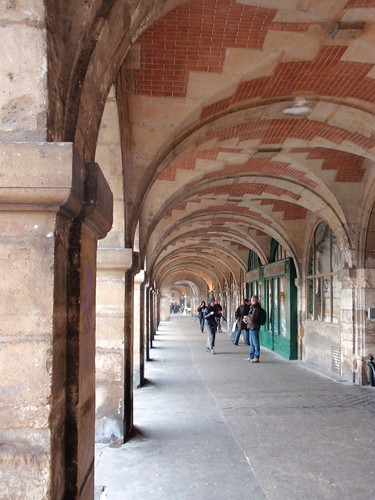 Place des Vosges colonnade