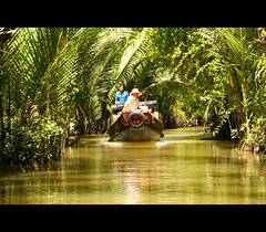 a wonderful place.......... (atsjebosma) Tags: people sun nature river boat peaceful vietnam palmtrees mekongdelta canto mekong rivier varen zonnig aquietplace atsjebosma heerlijkrustig passiondclic