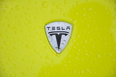Tesla Roadster (Car-Shooters) Tags: auto green car sport yellow electric speed lotus cabrio plugged tesla roadster cabriolet elettrica veloce sportiva ecomobile ecologica