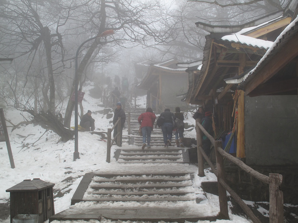 The path to Emei shan