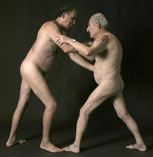 dois homens mais velhos gay wrestling luta casal de adultos nus modelagem do ...