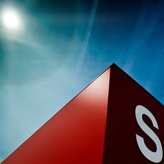 S (96dpi) Tags: red sun rot corner landtag rainbow halo s baustelle letter sonne potsdam spectral spektrum buchstabe schaustelle