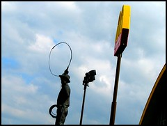 Never Ate a Burger He Didn't Like (Lynnola) Tags: oklahoma sign statue rope mcdonalds turnpike willrogers