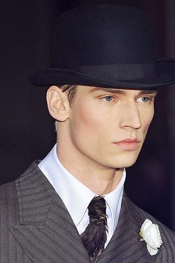 Philipp Bierbaum3117_FW10_Paris_John Galliano BS(nymag com)