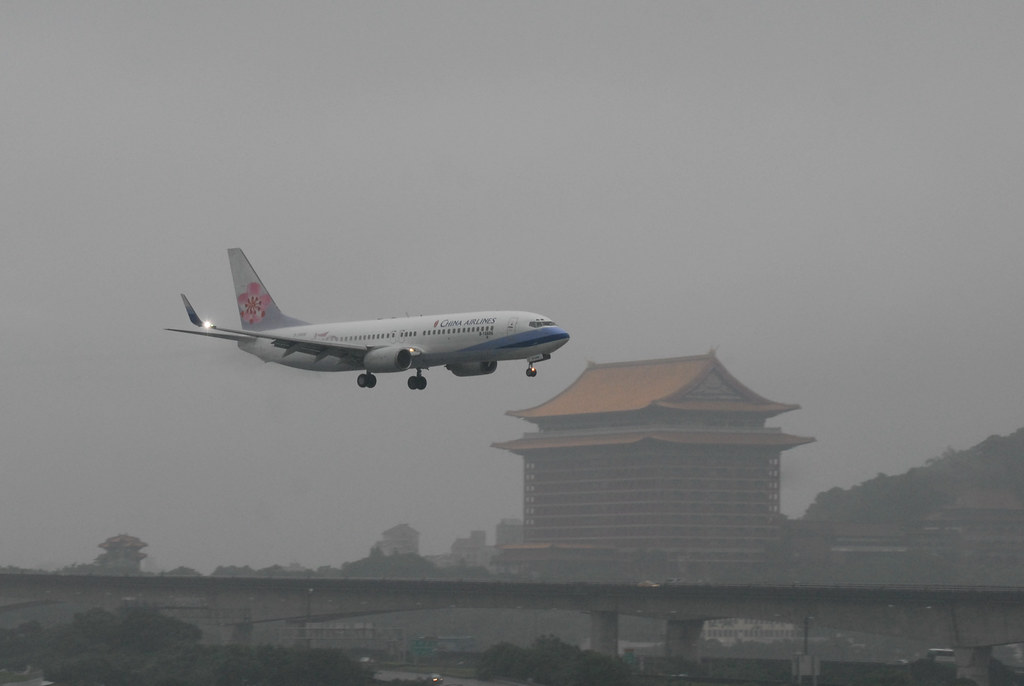 China Airlines Boeing 737-800 B-18606