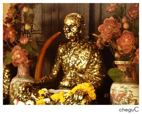 gold paper buddhas2