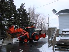DSC03956 (hondadudecanada) Tags: tractor bucket welding kubota 4240 grandl kubotaworking